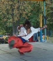Актер, артист оригинально трюкового жанра сценического танца