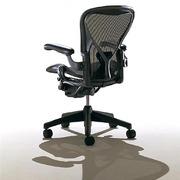 Herman Miller Aeron,  PostureFit кресло