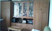 Деревянная мебельная стенка