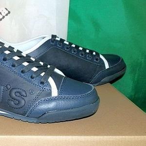 Кроссовки мужские кожаные фирмы Levis оригинал из Италии