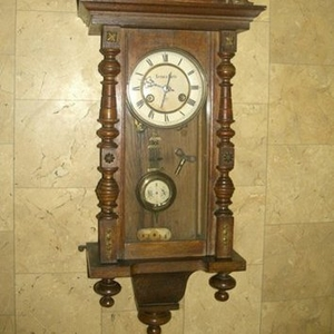 Ремонт старинных настенных,  каминных,  напольных часов и механизмов