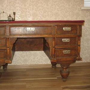 Продается стол письменный антикварный