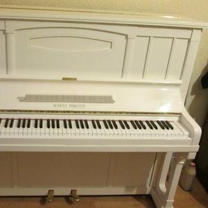 прекрасное белое пианино,  гармоничное звучание