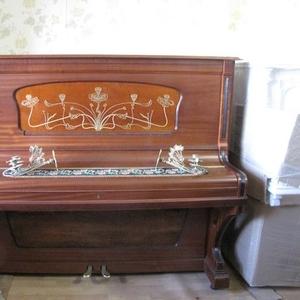 Отреставрированное  немецкое пианино с благородным звучанием