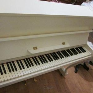 Вашему вниманию пианино для продажи в Киеве.