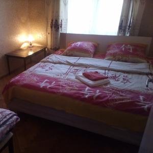Сдам 3-комнатную квартиру в Киеве. Метро Левобережная.Посуточно