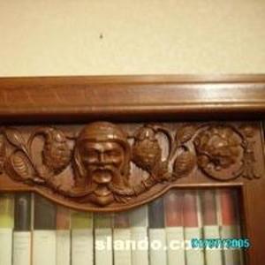 Продаю старинный книжный шкаф