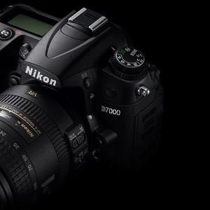 Продам Nikon D7000 body