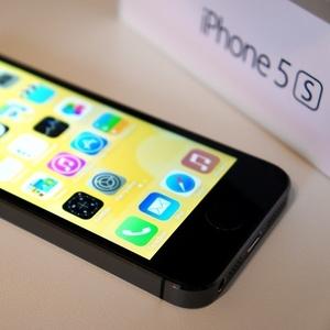 Продам iPhone 5s 16GB-Черный
