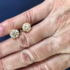 Продам пусеты с 2 каратными бриллиантами
