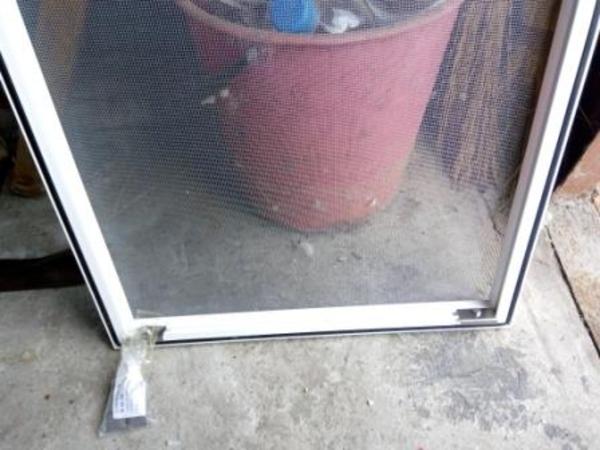 Установка москитных Сеток на Алюминиевые Окна 2