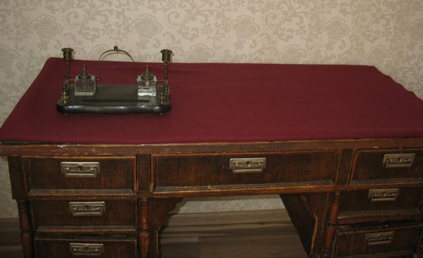 Продается стол письменный антикварный 3