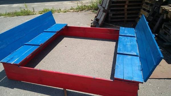 Деревяннаая песочница для детей