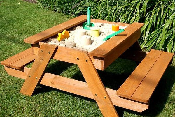 Деревяннаая песочница для детей 2