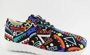 Яркая спортивная обувь
