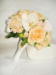 Букет невесты в персиковом цвете в Киеве и области